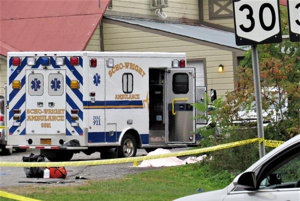 纽约车祸20人死亡 加长豪车失速撞车,现场一片狼藉