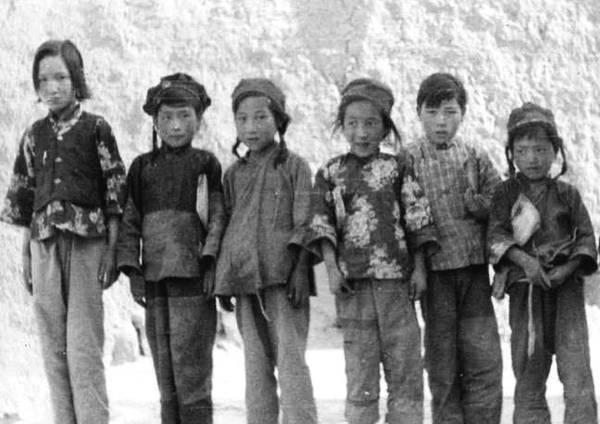 1935-1939年宁夏人口下降近3成,缺年轻男人,姑娘结婚和公鸡拜堂