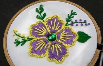 手工刺绣美丽的五瓣花朵图案