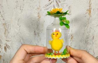利用塑料杯制作儿童礼物的方法