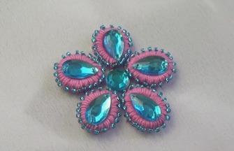 手工珠繡的技巧,如何把水晶石繡成花朵