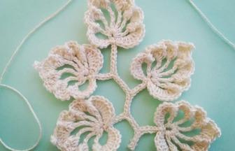 毛线编织的技巧,如何钩织漂亮的叶子图案